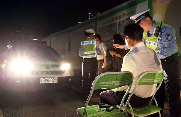 castigo-luces-altas-policia-china