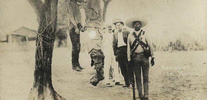 Esta clase de ejecuciones fueron algo común en la época de la revolución mexicana. Fotografía ca. 1910-1917, cortesía de DeGolyer Library, Southern Methodist University.
