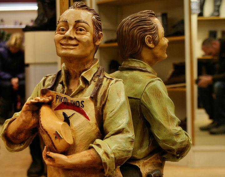 figura-escultura-de-un-zapatero
