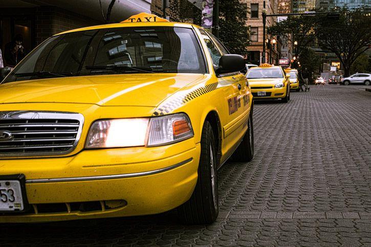 taxi-amarillo-calle