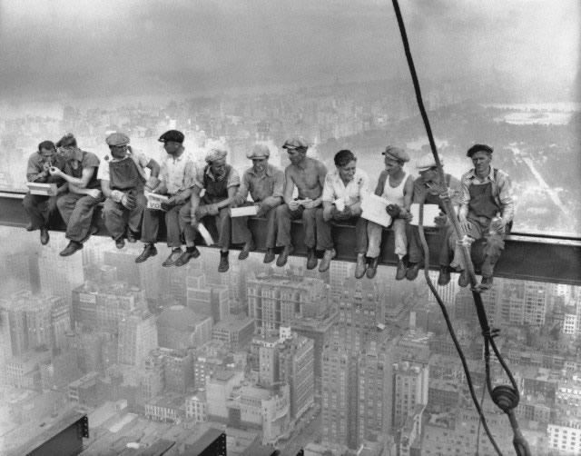 trabajadores en viga RCA Building