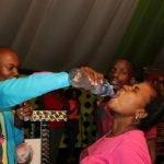 Pastor y congregación desafían a la muerte bebiendo veneno para ratas… cinco mueren