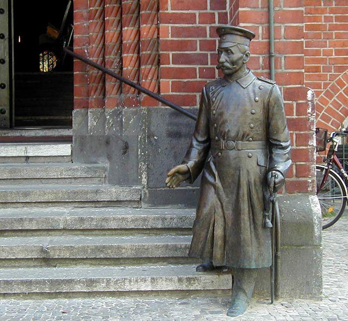 Wilhelm-Voigt estatua en Köpenick