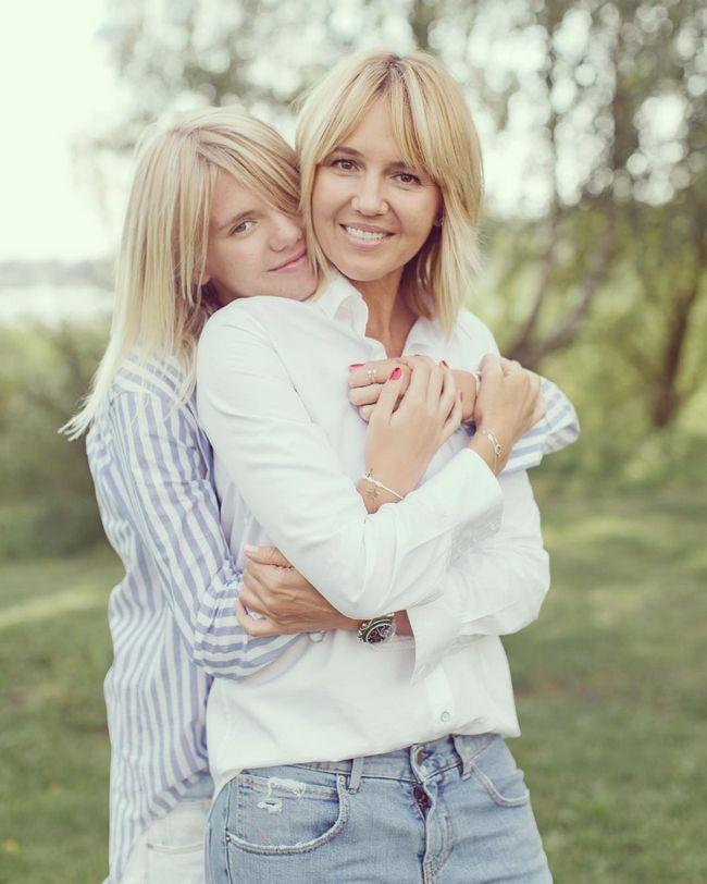 madres jovenes lucen igual que sus hijas (3)
