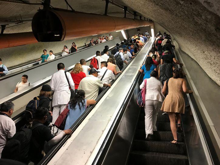 escaleras electricas metro de mexico
