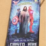 Póster de una iglesia en México muestra a Jesús con Los Vengadores