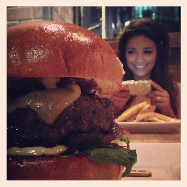 la mirada del amor comida hamburguesa