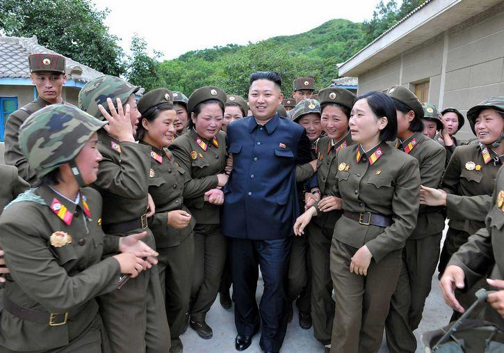 Kim Jong un y mujeres del ejercito coreano