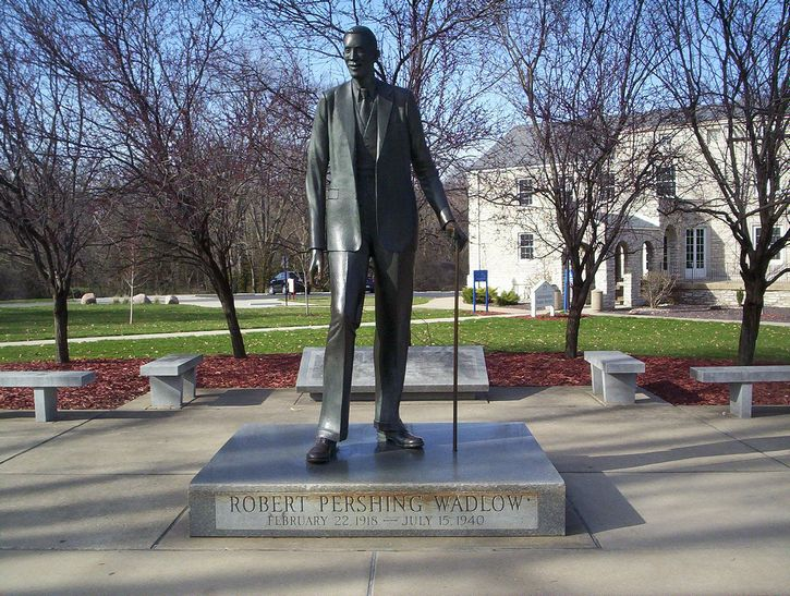 Robert Wadlow estatua portada