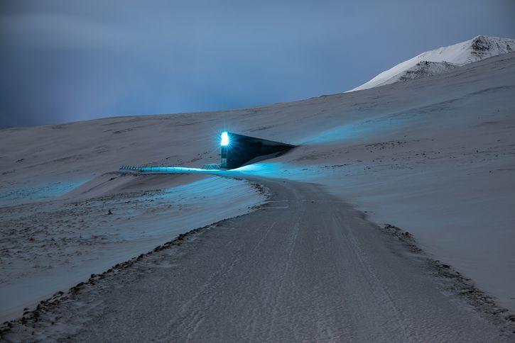 Svalbard Global Seed Vault luz
