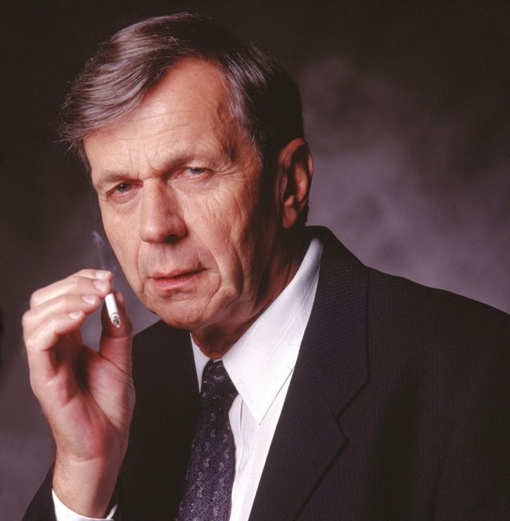 William B. Davis el fumador