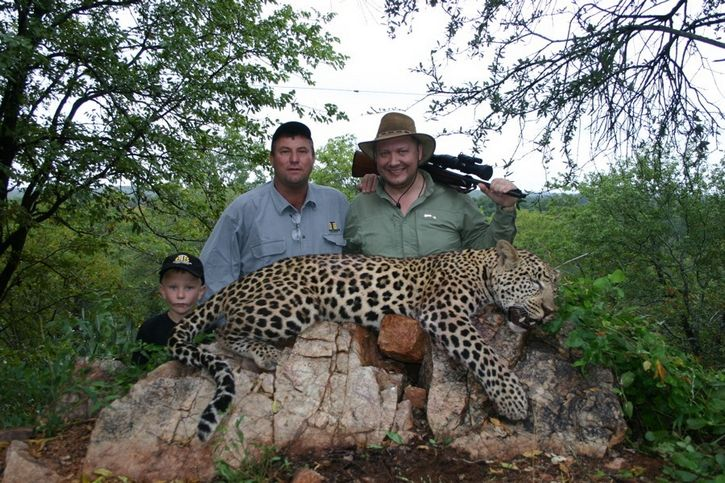 caceria leopardo