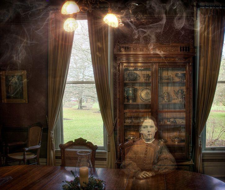 fantasma en el comedor