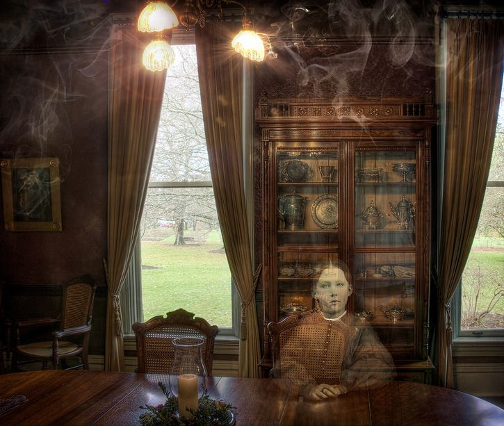 fantasma nella sala da pranzo