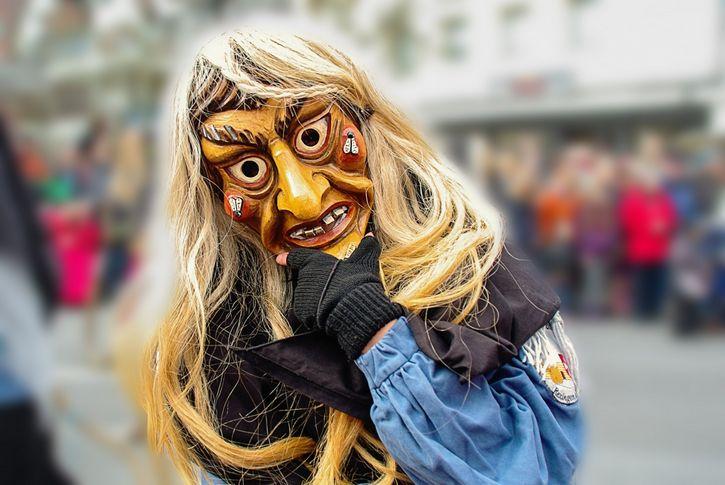mascara de una bruja festival
