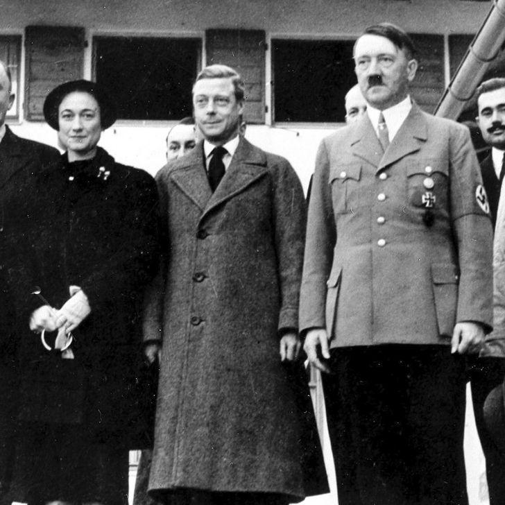 Eduardo VIII al lado de Hitler