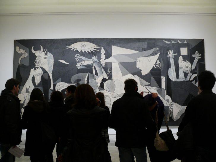 guerrnica de picasso en museo