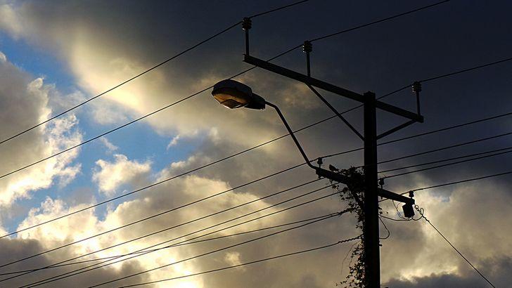 poste de energia electrica tormenta