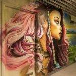 Un centenar de grafiteros pinta una escuela antes de las reformas.
