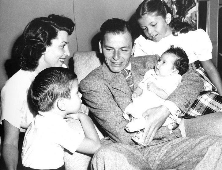 Frank Sinatra y su familia
