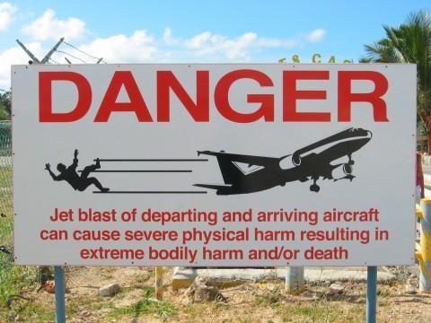 advertencia aeropuerto isla san martin caribe