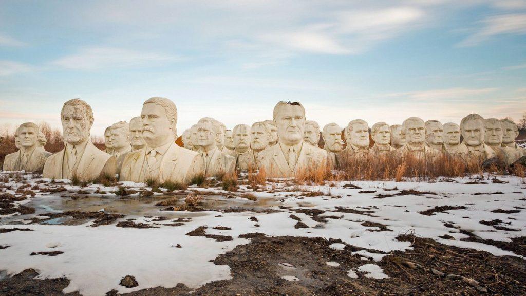 cementerio cabezas gigantes de presidentes (1)