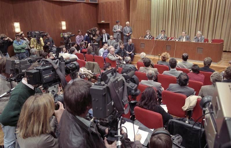 gunter schabowski press conference