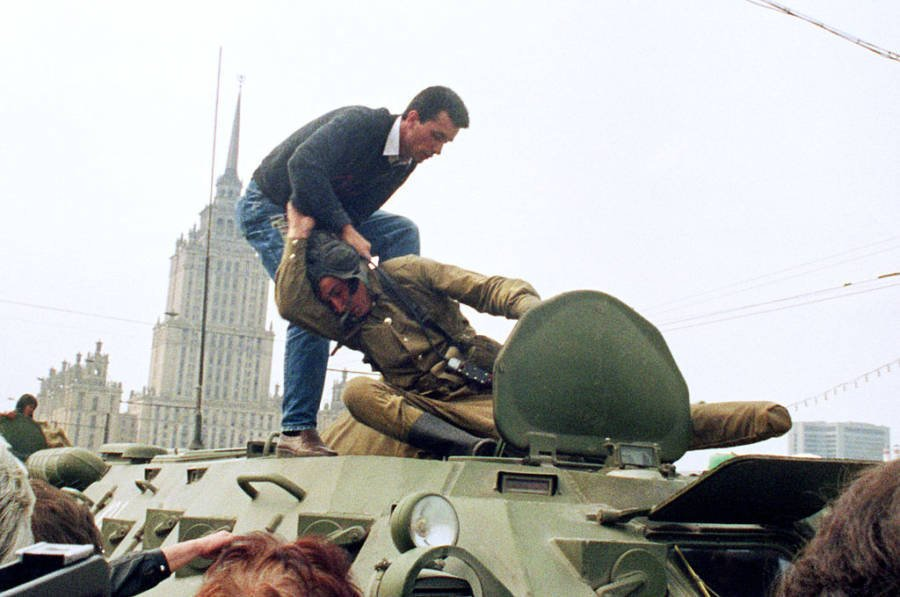 protester fights tank driver