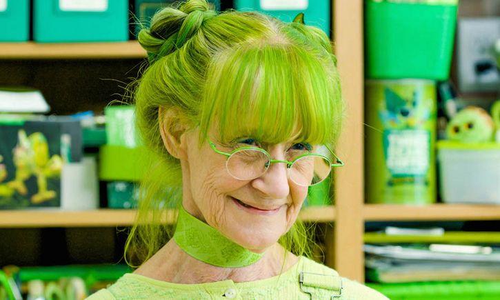 señora obsesion con el color verde
