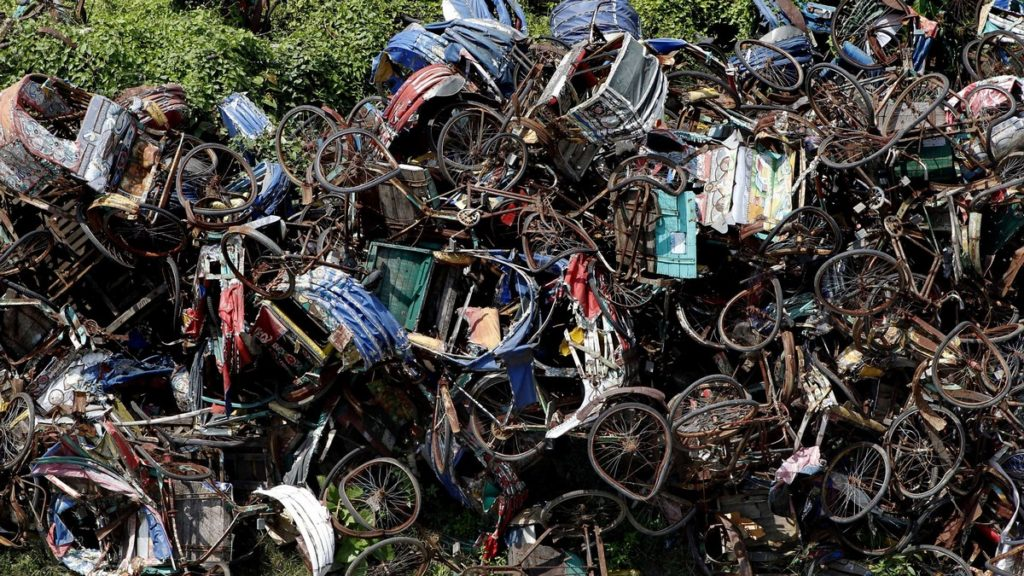 triciclos abandonados en daca (2)