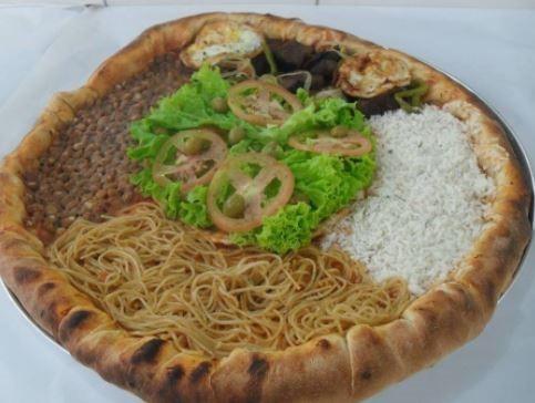 pizza con pasta arroz y frijoles