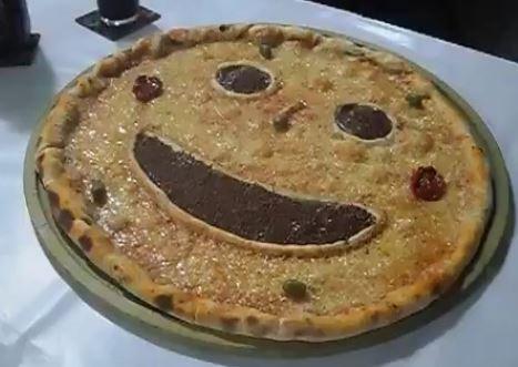 pizza sonriente