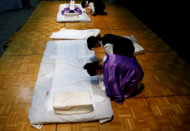 evento artículos funerarios en japon (10)