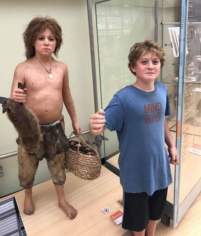 personas gemelos museo (11)