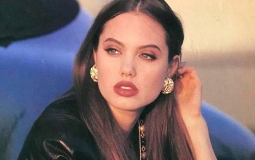 Angelina Jolie, 1992