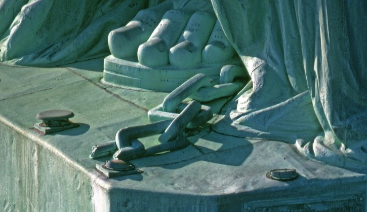 cadena rota estatua libertad