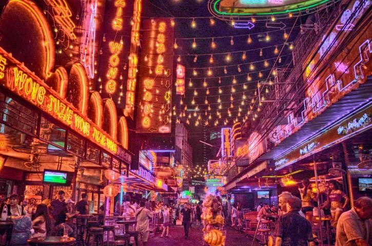ciudad luces de neon