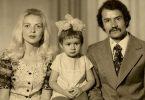 familia madre padre e hija foto antigua
