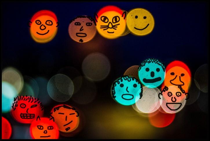 rostros en luces