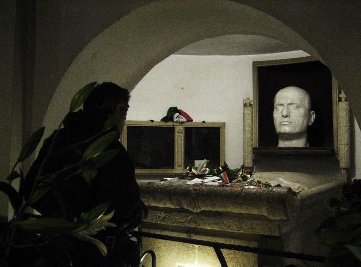 tumba de Benito Mussolini