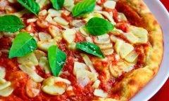 La historia de la pizza y el hombre que le puso piña