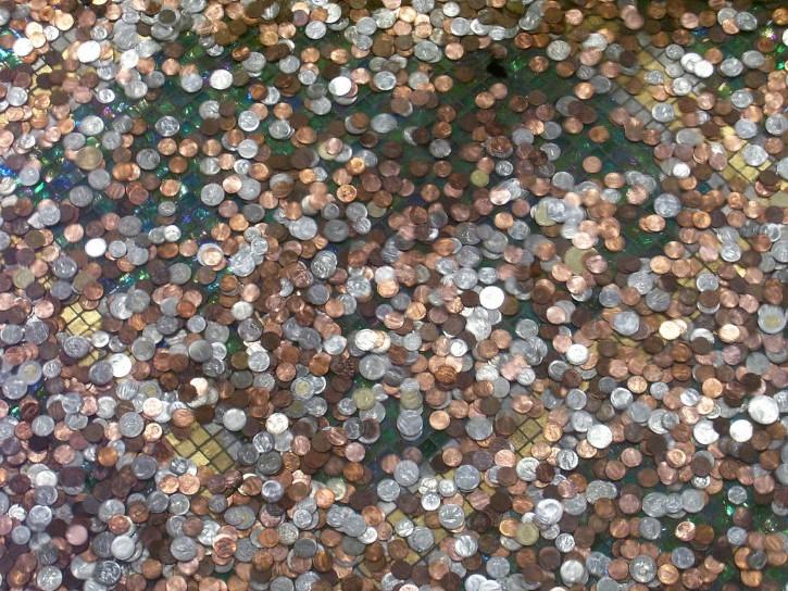 monedas en una fuente