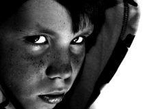 niño 10 años mirada malvada