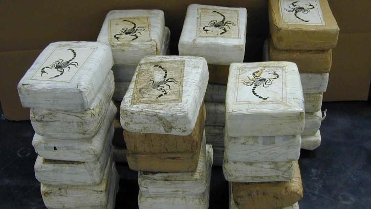 paquetes de droga etiquetados escorpion