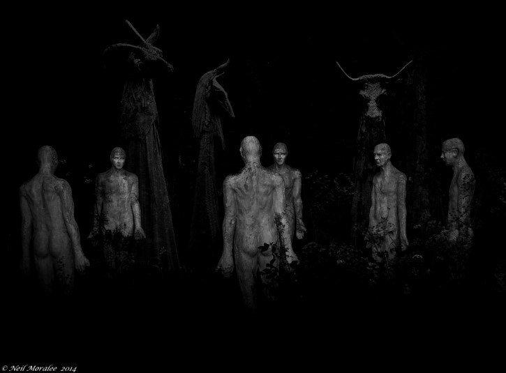 seres infernales en el bosque durante la noche