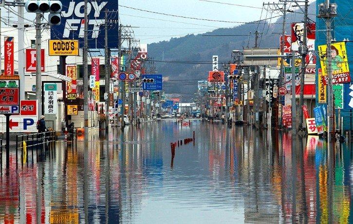 tohoku bajo el agua japon tsunami marzo 2011