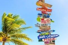 destinos carteles en la playa