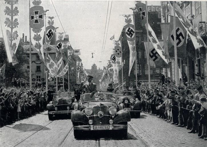 adolf hitler en caravana nazi