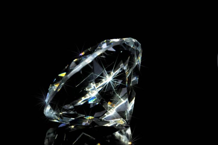 Diamante Precioso Fondo Negro