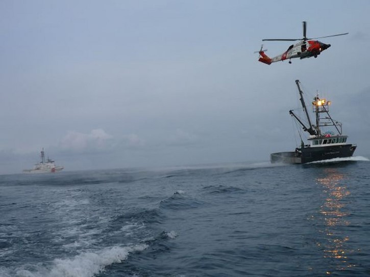 guardia costera rescata a pescador